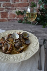 Spaghetti Vongole Clams and White Wine Sauce_a